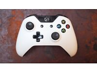 OFFICIAL WHITE XBOX ONE WIRELESS CONTROLLER REMOTE MINT CONDITION