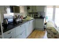 2 bedroom flat in The Square, Exeter, EX5