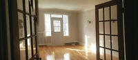 MUST SEE! Open concept, heated & renovated 5 1/2 in Monkalnd NDG