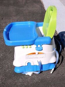 Fisher price Travel booster seat with Tray Kitchener / Waterloo Kitchener Area image 2