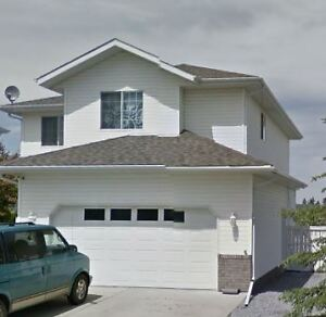 Great Family Home in Sylvan Lake! Available Now, $1825