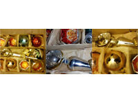 1940'S VARIOUS BAUBLES AND DECORATIONS IN ORIGINAL BOX