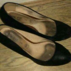 Looking to buy ladies well worn shoes