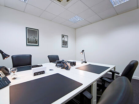 Professional serviced office spaces in Fleet with 4 workstations from £471pm