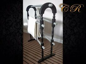 Couronne Royale - A Freestanding Towel Rail