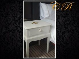 Couronne Royale - A Bedside Table
