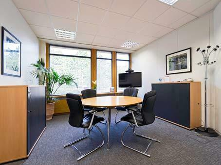 Professional office spaces with 25 workstations from £2974 pm