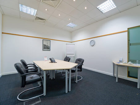 Professional business address in Manchester from £119pm with a Regus virtual office