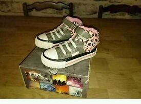 Size 4 grey n pink boots