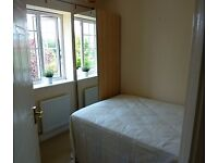 DIANA GDNS, BRADLEY STOKE - Available for 8 weeks- Small dbl room, shared house Bradley Stoke