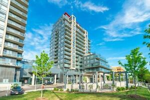Location! Location! In The Heart Of Richmond Hill! Spacious 2 Bd