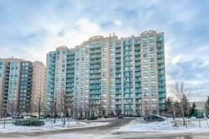 2 Bedrooms Condo for Sale on Yonge in Richmond Hill