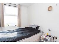 Cozy room near Stratford!! 115pw!