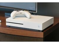 Xbox One S - 500GB Practically brand new with box + 1 game