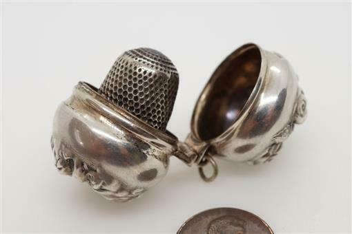 ANTIQUE STERLING SILVER THIMBLE & ROSE FLOWER PATTERN HOLDER / CASE