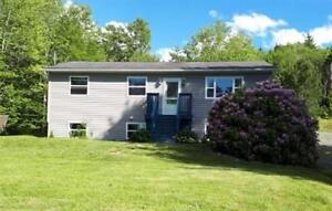 Beautiful & spacious - East Uniacke family home!