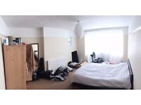 Big double room available in 4 bed house less then 2 mins walk from Raynes Park station