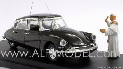 Citroen DS19 Prestige 1958 ''Papa Giovanni XXIII'' with figure 1:43 RIO 4171P