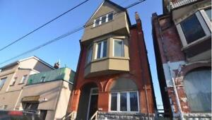 Bachelor Apartment $1300 all inclusive + Roof Top Patio