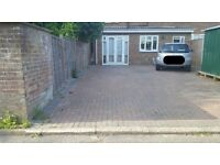 SPACE AVAILABLE ON DRIVEWAY CLOSE TO GATWICK AIRPORT *CHEAP PRICE*