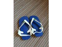 Kids Havaiana flip flops size 5