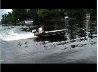 EVINRUDE (JOHNSON) 18 HP OUTBOARD BOAT MOTOR HORS BORD RUNS WELL