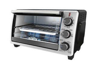 Four grille-pain à convection Black & Decker