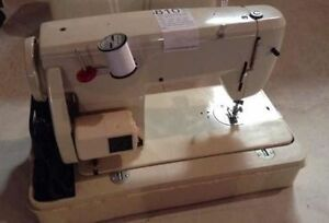 Vintage Antique White Sewing Machine comes with Pedal and Case