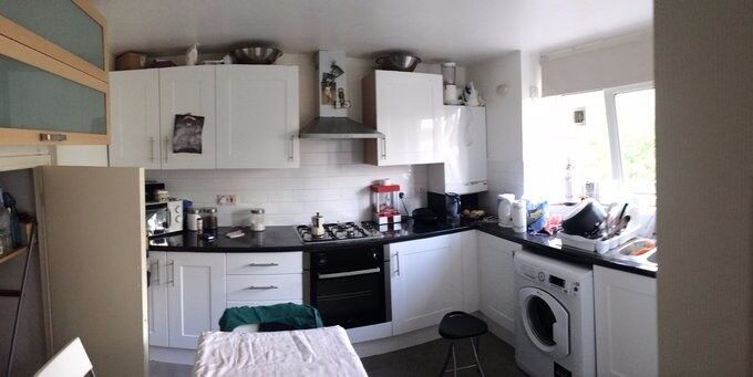 Lovely double room available in STRATFORD area!