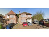 8 bedroom house in Edgwarebury Lane, EDGWARE, HA8