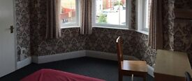 To let a double bedroom in Poole