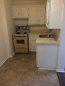 One bed room apt 5 minuets from downtown Dartmouth and ferry