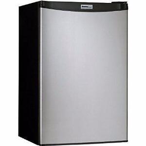 Réfrigérateur compact 4.4 pi³ Stainless Danby ( DCR044A2BSLDD )