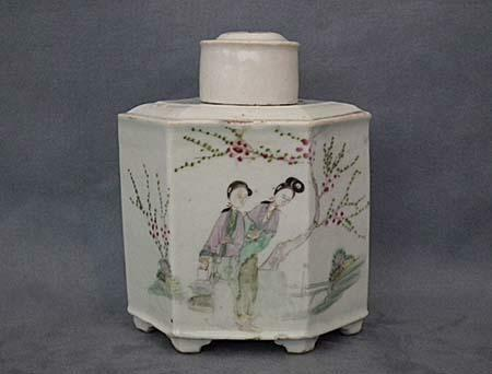 Antique Chinese Export Famille Rose Porcelain Tea Caddy Qing Dynasty 19 century