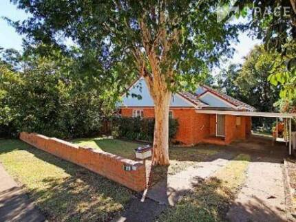 Gas Cooking and AC in a peaceful Bardon location - 29 Beatrice St