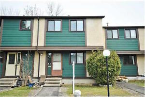 EXCLUSIVE! TRUE 4 BEDROOM IN PINEVIEW - STEPS FROM LRT!
