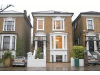 SINGLE ROOM WITH DOUBLE BED IN MAGNIFICENT VICTORIAN HOUSESHARE, EALING BROADWAY W5, BILLS INCLUSIVE