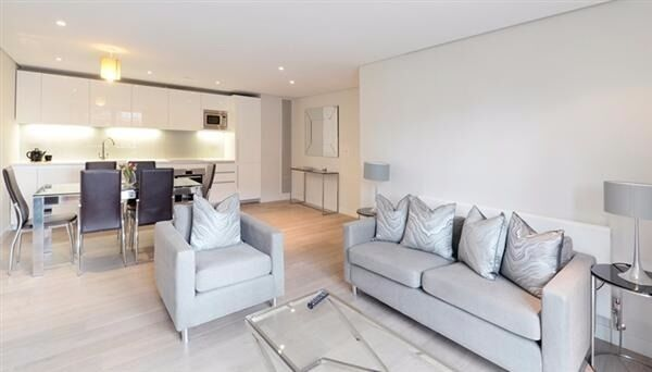 Stunning two bed in the Merchant Square building.