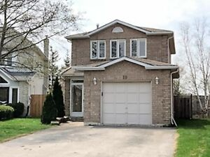 *Beautiful Detached Home For Rent in Desirable Richmond Hill