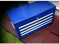 Tool box with 5 lockable trays