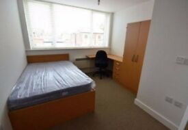 YOU LOOKING TO RENT? LOOK NO FURTHER! DOUBLE ROOM MINS AWAY FROM STRATFORD!