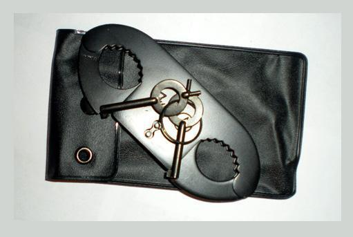 BLACK THUMBCUFFS POLICE Double Locking Thumb Cuffs Restraint Shackles Hand