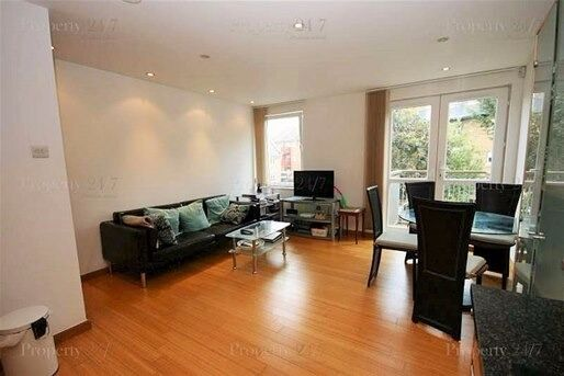 One bedroom modern development **Helion Court, Canary Wharf**