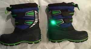 BRAND NEW KIDS' SIZE 7 WINTER BOOTS!! Peterborough Peterborough Area image 3