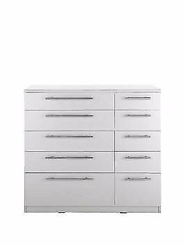 Lovely Prague 5x5 Chest of Drawers - Really clean with lots of drawers perfect for storage!
