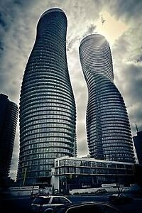 Open Concept 2BR In Iconic Marilyn Monroe Tower Of Mississauga