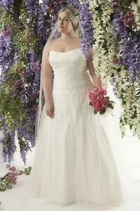 NEW WEDDING BALL GOWN WITH TRAIN FITS 26-28