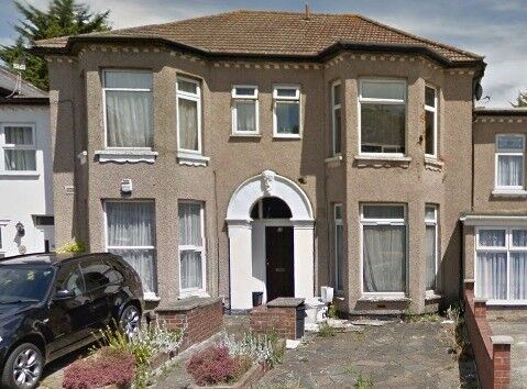 ONE FLAT NEAR ILFORD STATION WITH GARDEN AND DRIVEWAY - PART DSS WELCOME