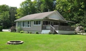 Amazing Waterfront Cottage Rental - Val des Monts Quebec Watch|S
