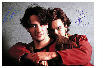 Keanu Reeves - River Phoenix Scene aus My Private Idaho - Autogrammfotokarte 